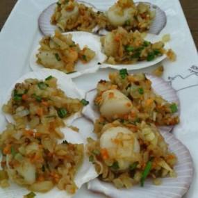 หอยเชลล์ผัดเนย - อ.ศรีราชา的โซฟา โซกู้ด